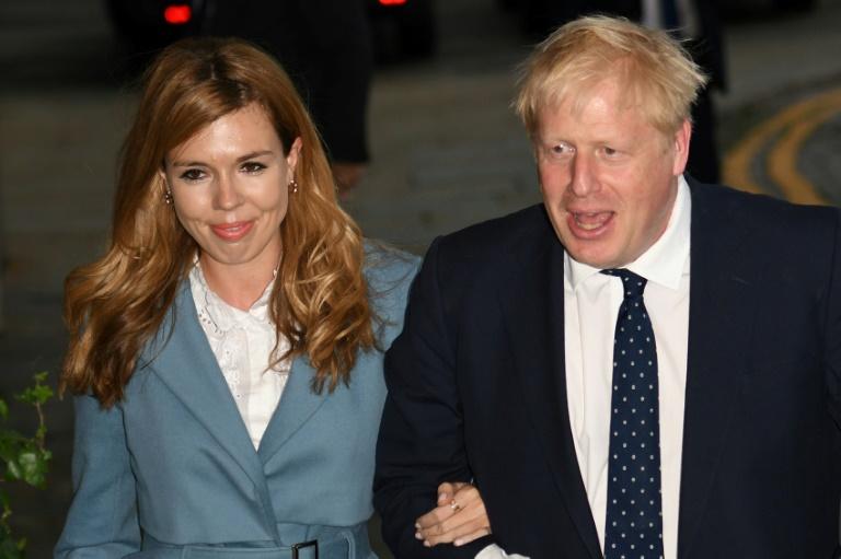 Boris Johnson denies squeezing thigh of female journalist