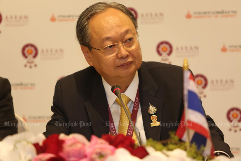 Energy Minister Sontirat Sontijirawong welcomes a decision by Chevron to continue negotiations rather than seek arbitration to resolve a dispute over who should pay for removing offshore oil and gas platforms. (Bangkok Post photo)
