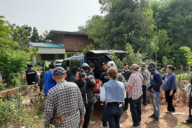 Police and residents search for a missing baby on Sunday before the corpse was found on Monday behind the bathroom in the family home in Si Satchanalai district in Sukhothai province. (Bangkok Post photo)