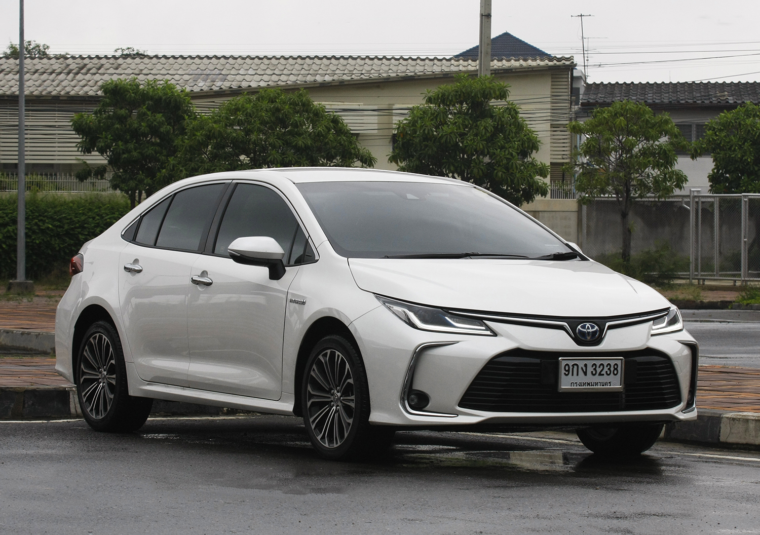 Toyota Corolla Altis 1.8 Hybrid (2019) Review