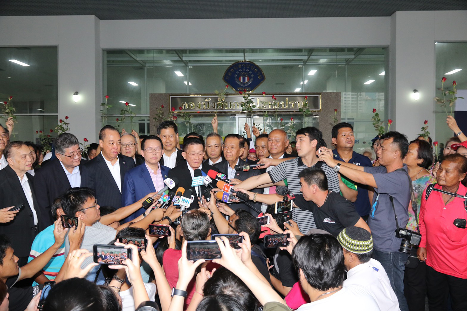 Opposition core members, led by Pheu Thai Party leader Sompong Amornwiwat (centre), talk to the media before registering a complaint against the Internal Security Operations Command at the Crime Suppression Division on Sunday. (Photo by Wassayos Ngamkham)