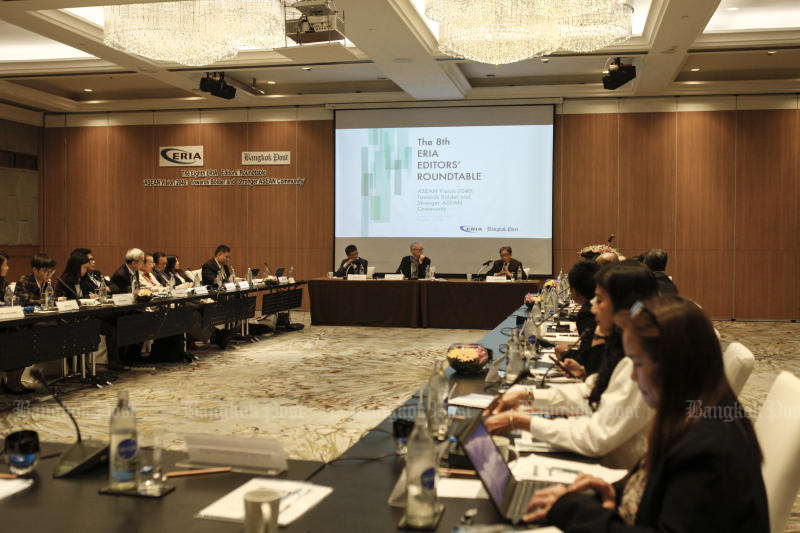 The 8th ERIA Editors' Roundtable on Asean Vision 2040, co-hosted by the Economic Research Institute for Asean and East Asia and <i>Bangkok Post</i>, is held in Bangkok on Sunday. (Photo by Watcharawit Phudork)