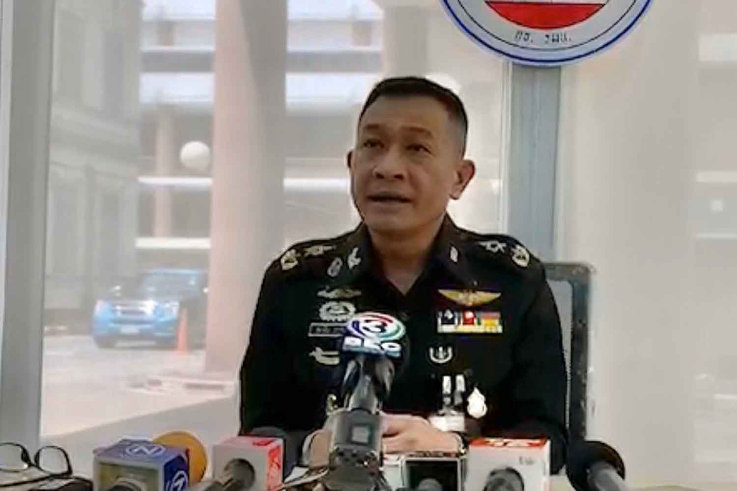 Maj Gen Thanathip Sawangsaeng, spokesman of the Internal Security Operations Command, speaks to reporters at the Isoc head office in Bangkok on Monday. (Photo supplied)