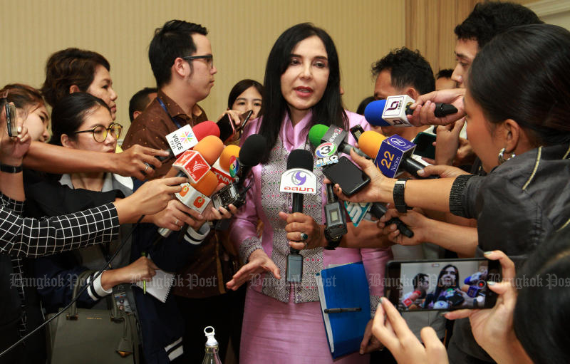 Deputy Agriculture and Cooperatives Minister Mananya Thaiset tells the press about the decision of the working group to ban three toxic farming chemicals after a  meeting at the Agriculture and Cooperatives Ministry on Monday. (Photo by Pawat Laopaisarntaksin)