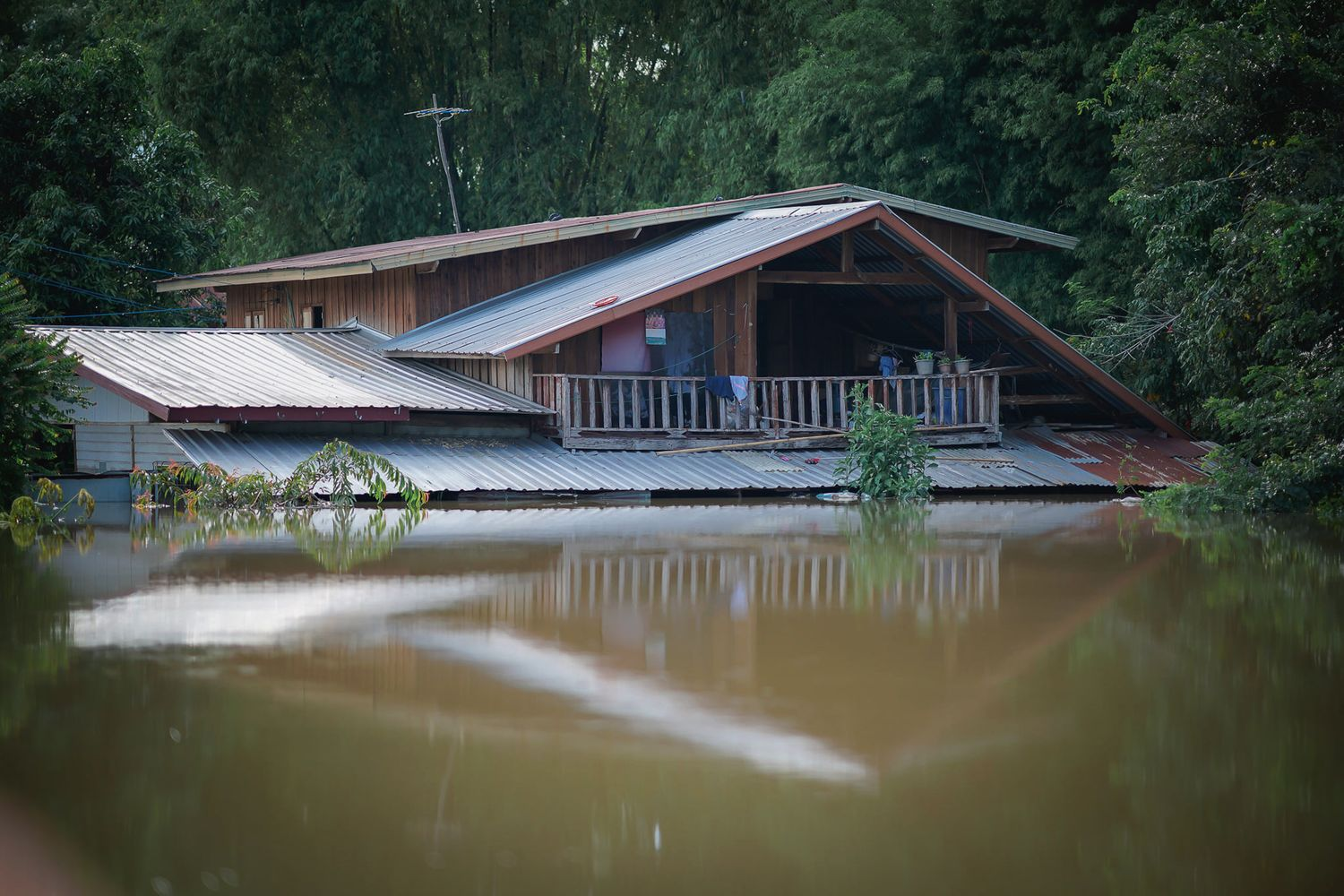 The situation in Phibun Mangsahan district, Ubon Ratchathani province, on Sept 12. (Photo from ณัฐพงศ์ วณฺณโสภโณ Facebook)
