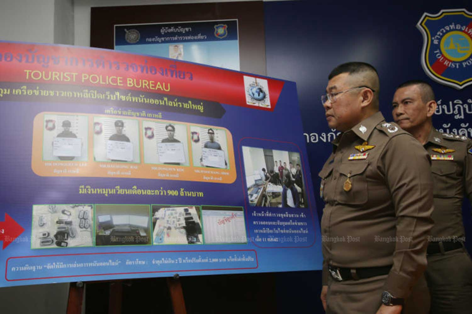 Pol Lt Gen Damrongsak Kittiprapas, assistant national police chief, front, and Pol Lt Gen Chettha Komolwattana, commissioner of the Tourist Police Bureau, discuss the arrest of four South Koreans in connection with an online gambling website during a media briefing on Saturday. (Photo by Apichit Jinakul)