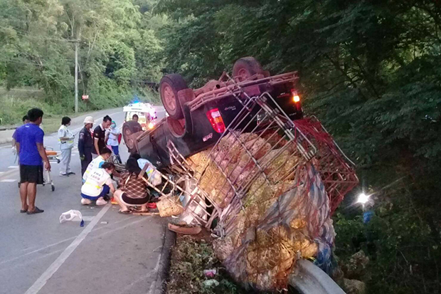 A pick-up truck flipped over while running downhill in Lom Kao district of Phetchabun province on Sunday. (Photo by Soonthorn Kongwarakom)