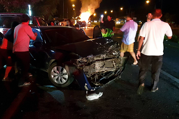 Nine vehicles were damaged in an accident in Muang district of Nakhon Si Thammarat province on Saturday night that killed one woman and injured two other persons. (Photo by Nujaree Raekrun)