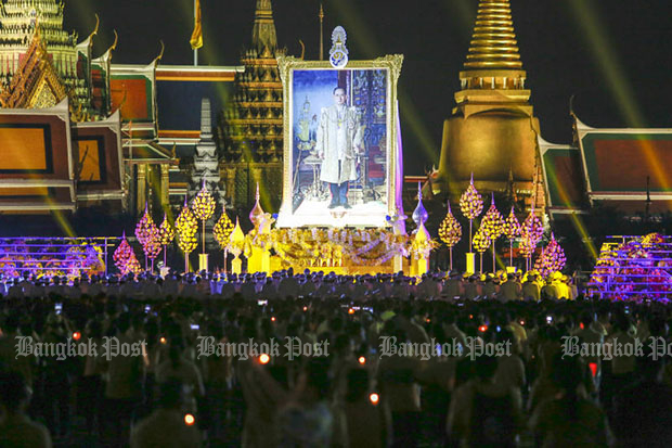 Candles lit for late King Bhumibol
