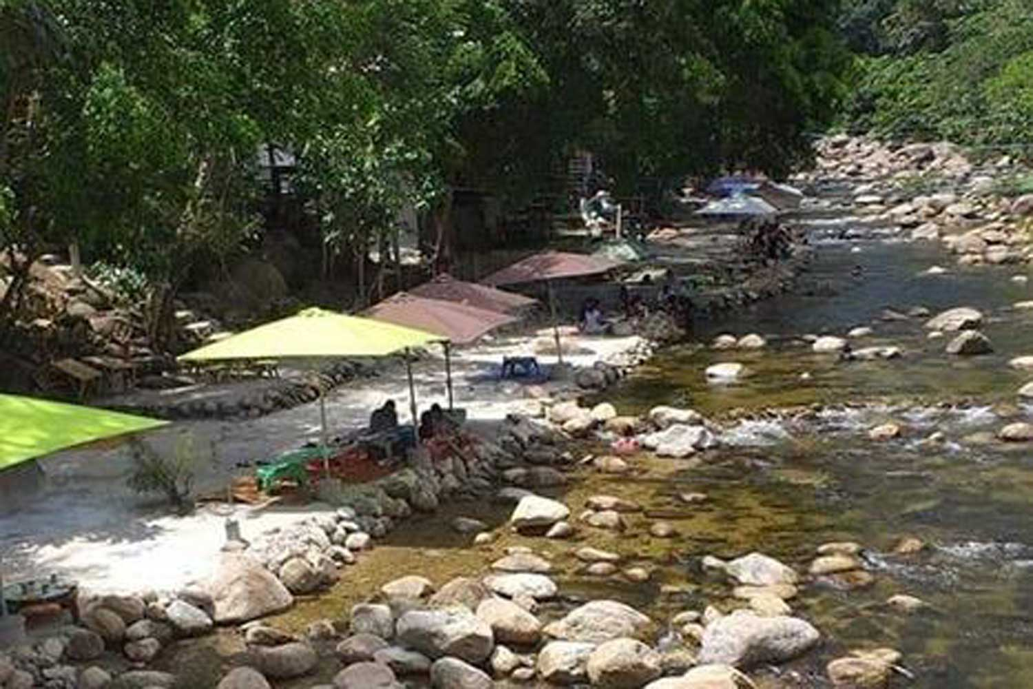 Cement areas for tourists are allegedly encroaching on the Klong Tha Dee in Khiriwong village, Nakhon Si Thammarat. (Photo from Facebook page of Chom Rom Strong-Jit Porpiang Tan Thudjarit)