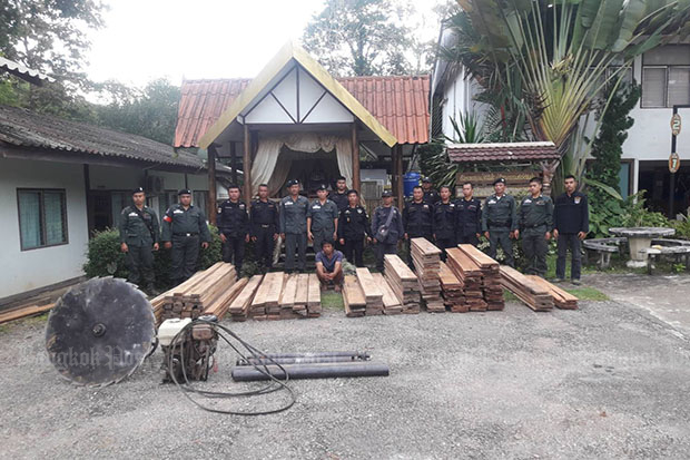 Officials display a power saw and timber seized during a crackdown on illegal logging in Tha Song Yang district of Tak province on Wednesday. (Photo by Assawin Pinitwong)