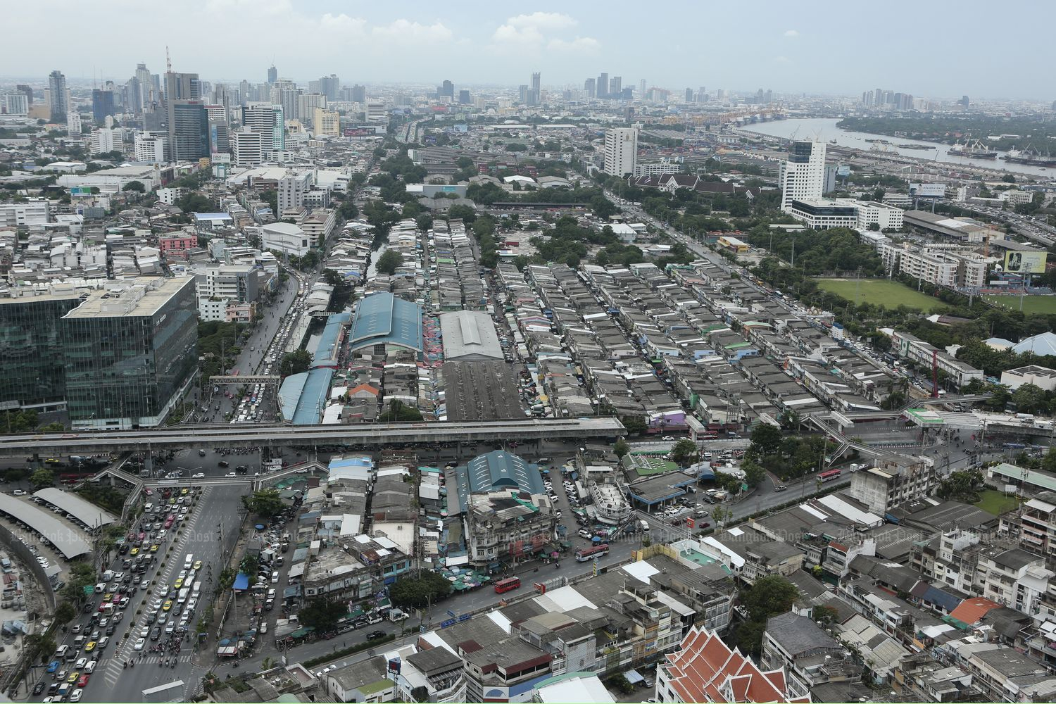 A view of Klong Toey market in Bangkok in August. (Photo by Patipat Janthong)