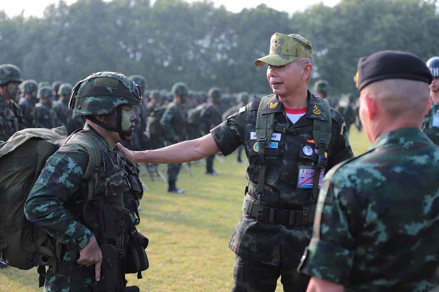 Army chief Gen Apirat Kongsompont reviews the readiness of a rapid deployment force in Kanchanaburi province on Monday morning. (Photo supplied)