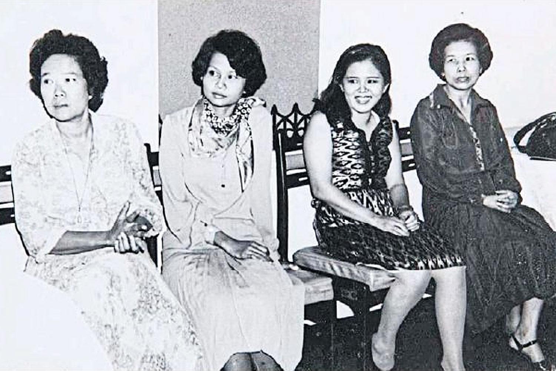 In an undated photo, Botan sits among the country's literary greats: from left, Suwanne Sukhontha, Mananya Thanaphum, Botan, and Krisna Asokesin. (Supa Sirising's Facebook)