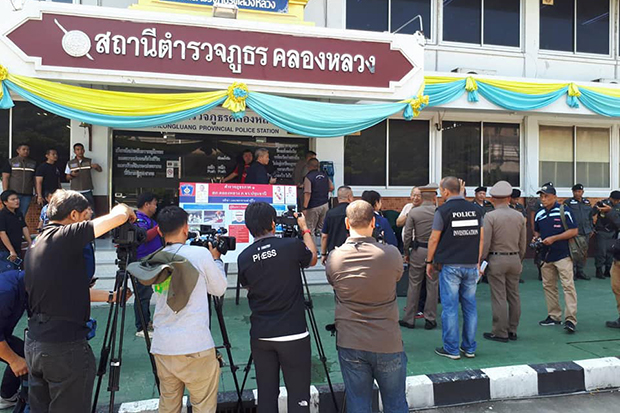 Pathum Thani's Khlong Luang police station has come under fire after reports that no officers were on duty at night. (File photo from Khlong Luang police station Facebook page)