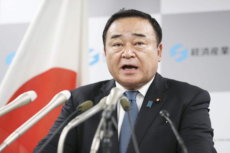 Japanese Trade Minister Hiroshi Kajiyama will skip a meeting on the Regional Comprehensive Economic Partnership agreement in Bangkok to attend parliamentary deliberations. (Kyodo photo)