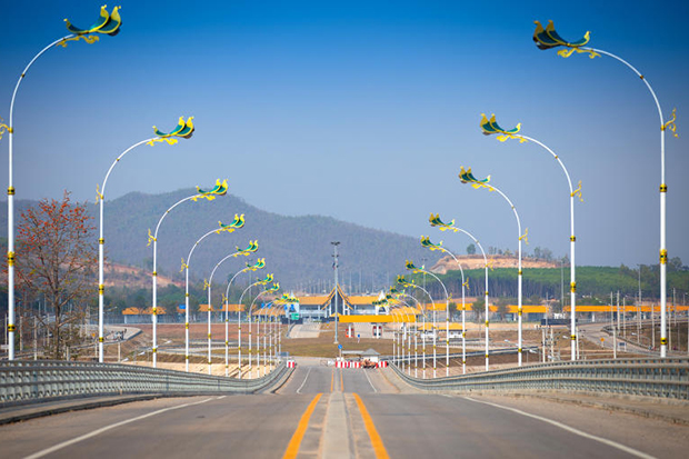 A new Thai-Myanmar Friendship Bridge over the Moei River opens on Wedesday betwee Mae Sot district of Tak province and Myawaddy town of Myanmar. (Highways Deprtment photo)