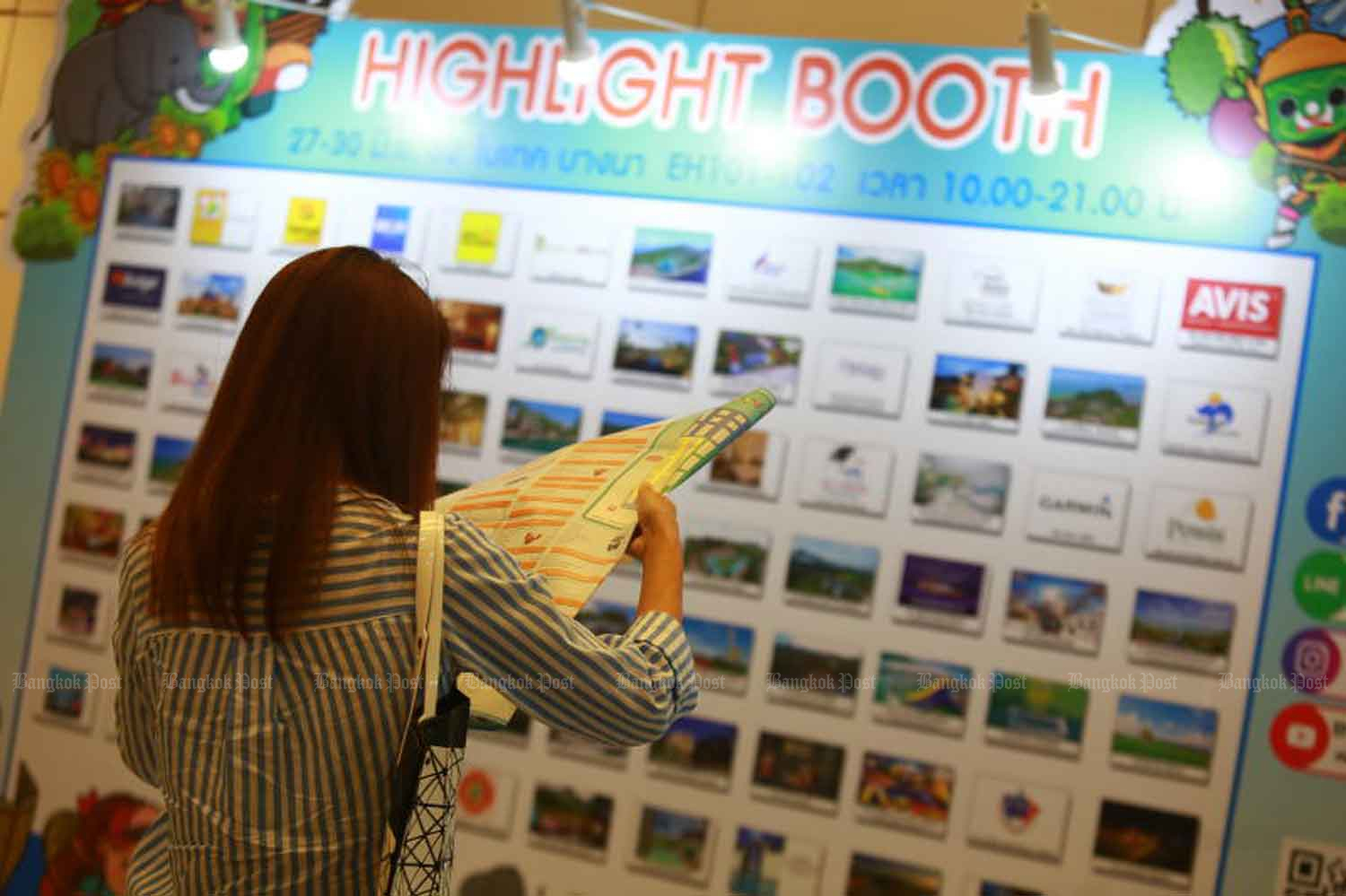 A visitor checks out deals on tourism products and services at the Thai Tiew Thai tourism fair in Bangkok in June. (File photo)