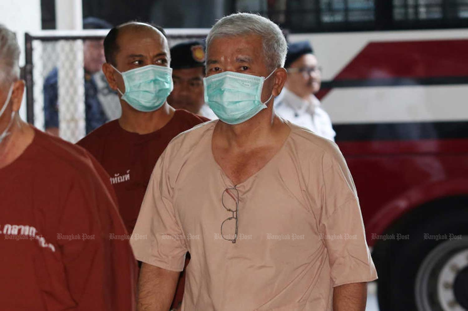 Former army adviser and lieutenant-general Manas Kongpan arrives at the Criminal Court in Bangkok on Thursday to hear the Appeal Court's ruling in the Rohingya human trafficking case. His jail terms were extended from 27 to 82 years. (Photo by Varuth Hirunyatheb)