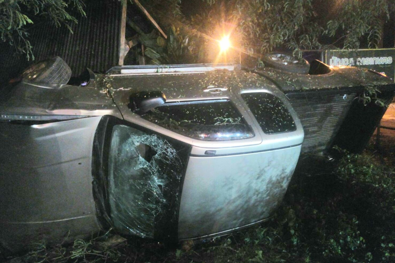 A pickup truck overturns shortly after midnight Friday, killing its 39-year-old  school teacher driver in Ban Khwao district, Chaiyaphum province. (Photo supplied by Makkawan Wannakul)
