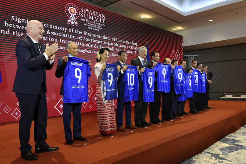 Fifa president Gianni Infantino poses with Asean leaders at a signing ceremony of the Memorandum of Understanding between Asean and Fifa on Saturday. (Government House photo)