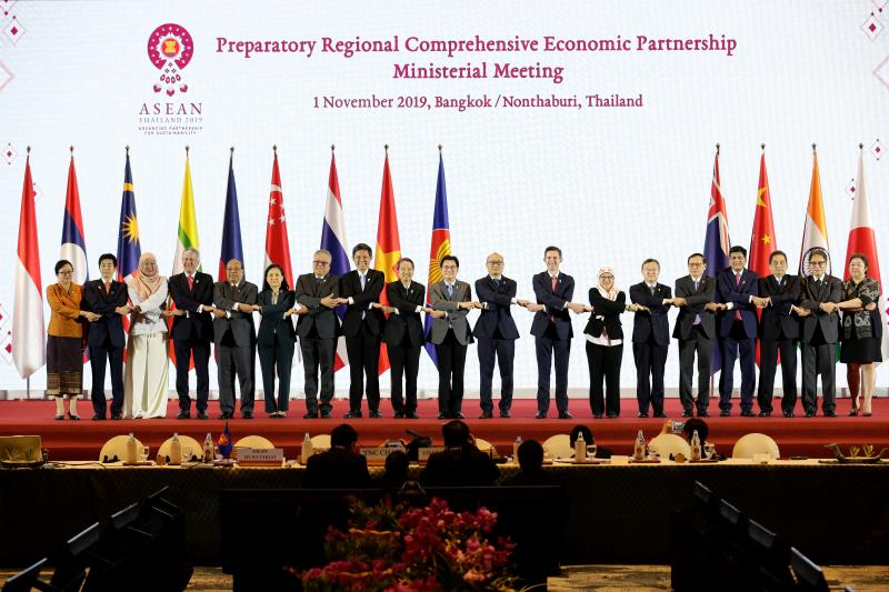 Ministers pose for group photos before a meeting on the Regional Comprehensive Economic Partnership agreement on Friday at Impact Muang Thong Thani. (Asean Thailand 2019 photo)