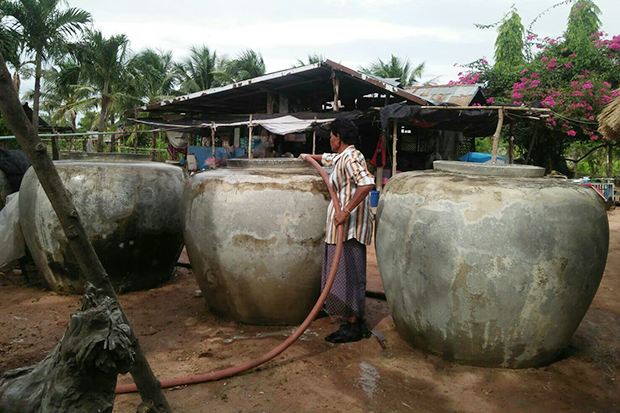 A resident in Nakhon Ratchasima province keeps water in big jars as drought looms. (Photo by Prasit Tangprasert)