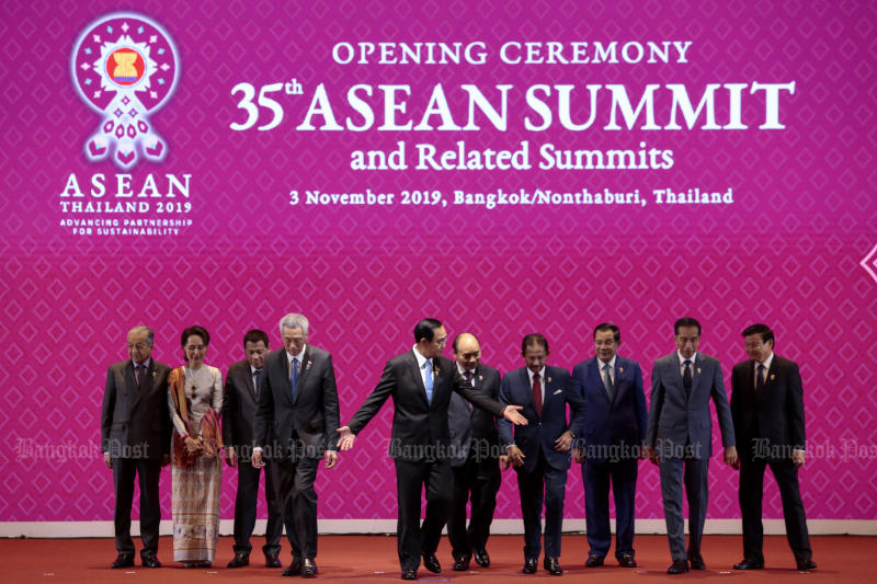 Prime Minister Prayut Cha-o-cha invites other Asean leaders for pose for group photos to kick off their summit on Sunday. (Photo by Patipat Janthong)