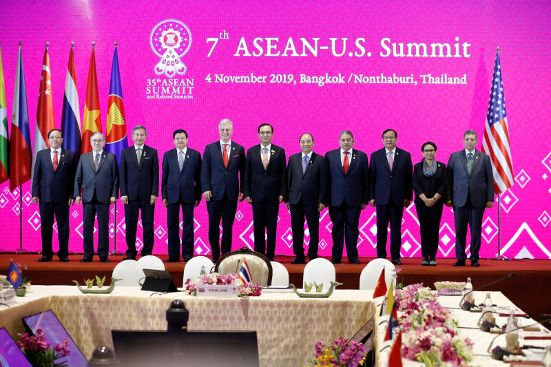 Prime Minister Prayut Chan-o-cha, Asean foreign ministers and US National Security Advisor Robert C. O'Brien attend the 7th Asean-United States Summit in Bangkok on Monday. (Reuters photo)