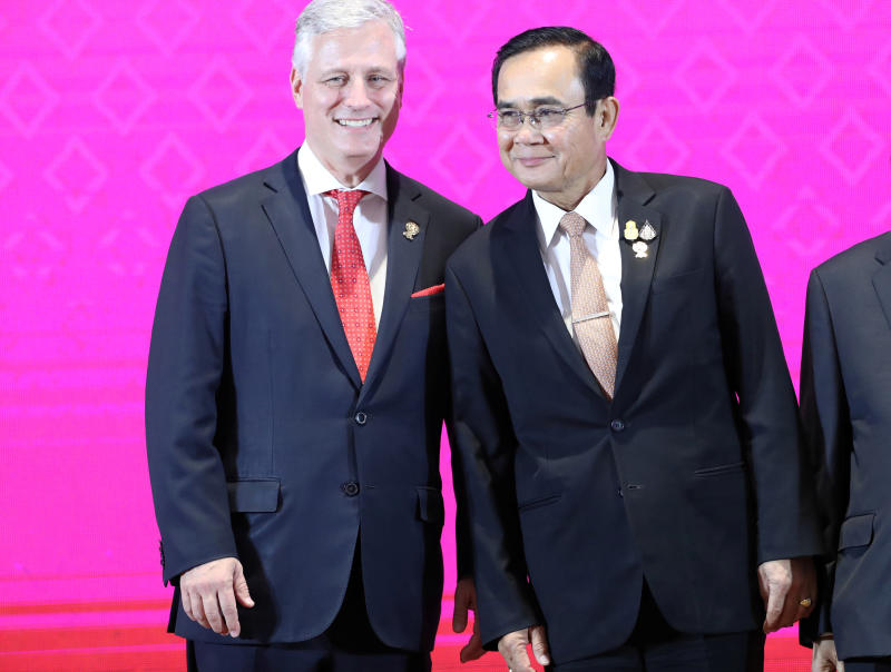 US National Security Advisor Robert C. O'Brien poses with Thailand's Prime Minister Prayut Chan-o-cha at the 7th Asean-United States Summit in Bangkok on Sunday. (Reuters photo)
