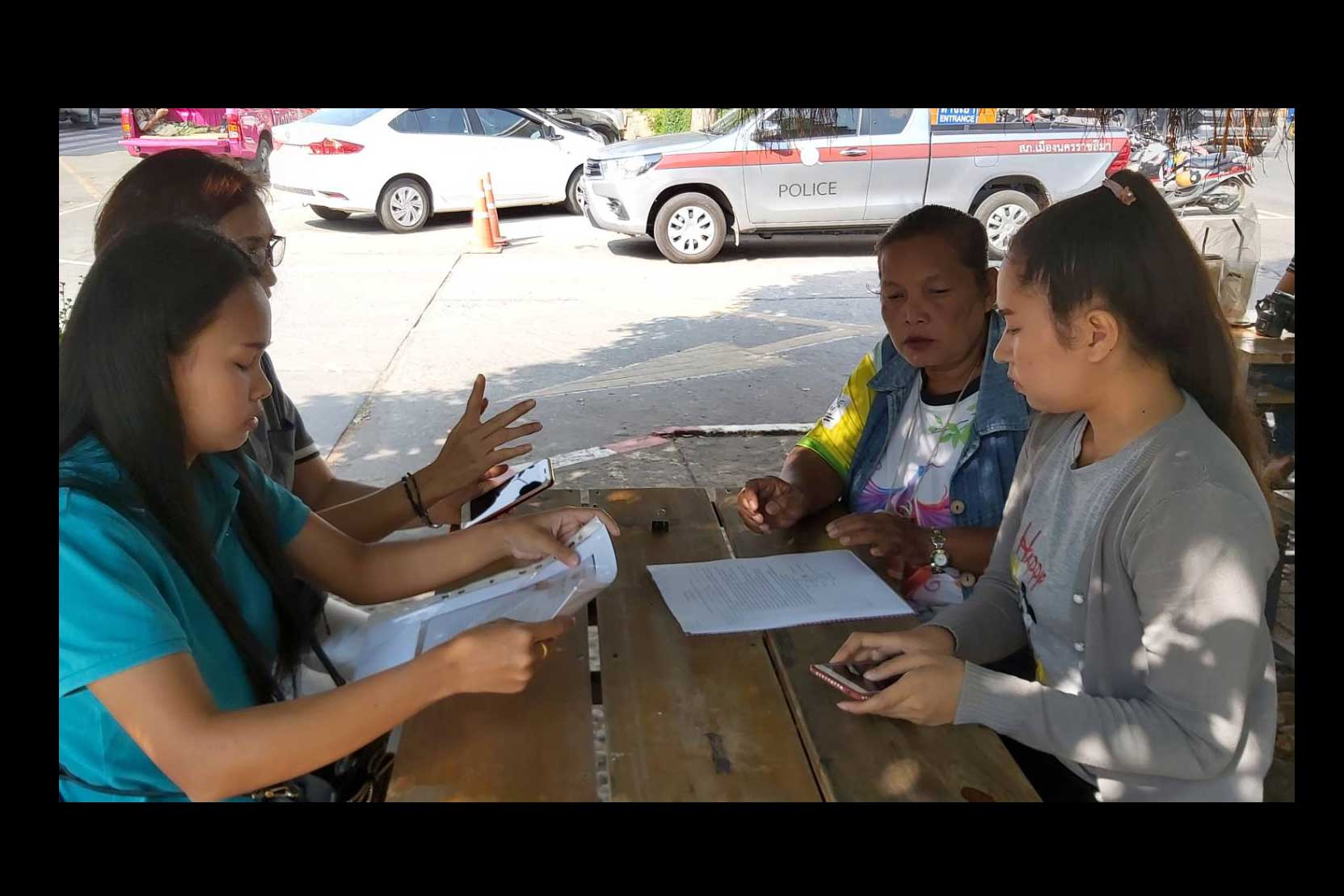 Pitchaya Kaesungnoen, 19, left, and Meena Sapsarp, 25, talk to reporters in Nakhon Ratchasima after filing their extortion complaint with Muang police against people claiming to be copyright agents. (Photo by Prasit Tangprasert)