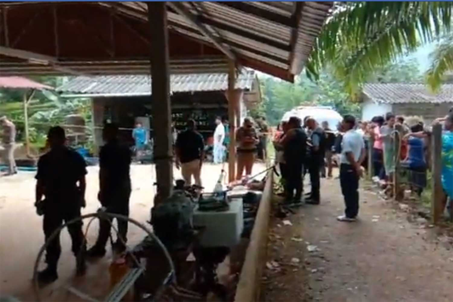 Police inspect a house where two women and a 13-year-old girl were shot dead in tambon Krathing in Chumphon on Saturday morning. A former tambon chief is in custody. (Capture from a video from @123khondeenews Facebook page)