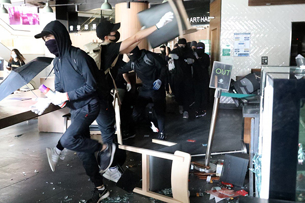 Anti-government protesters vandalise a Starbucks coffee shop at Hong Kong University of Science and Technology. (South China Morning Post photo)