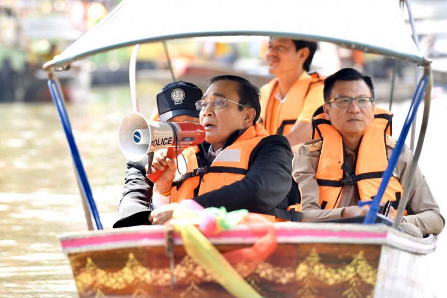 Prime Minister Prayut Chan-o-cha speaks to local residents during his visit to Ratchaburi province on Monday. (Government House photo)
