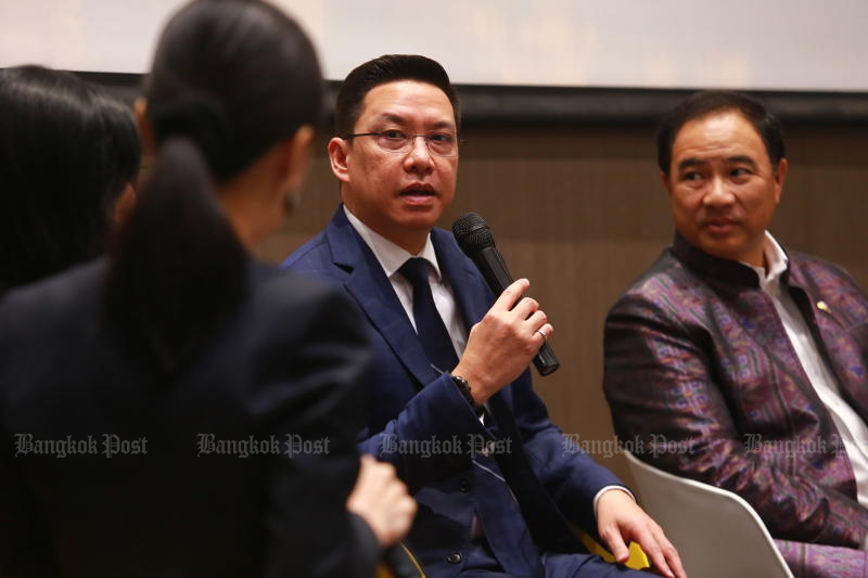 Digital Economy and Society Minister Buddhipongse Punnakanta, centre, said on Thursday the government coalition is ready for the opposition's no-confidence motion. (Bangkok Post file photo)