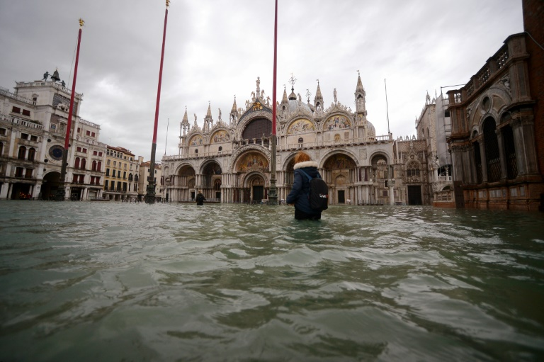 Venice's mayor ordered St Mark's quared closed as the latest sea surge peaking at 1.54 metres struck just before midday.