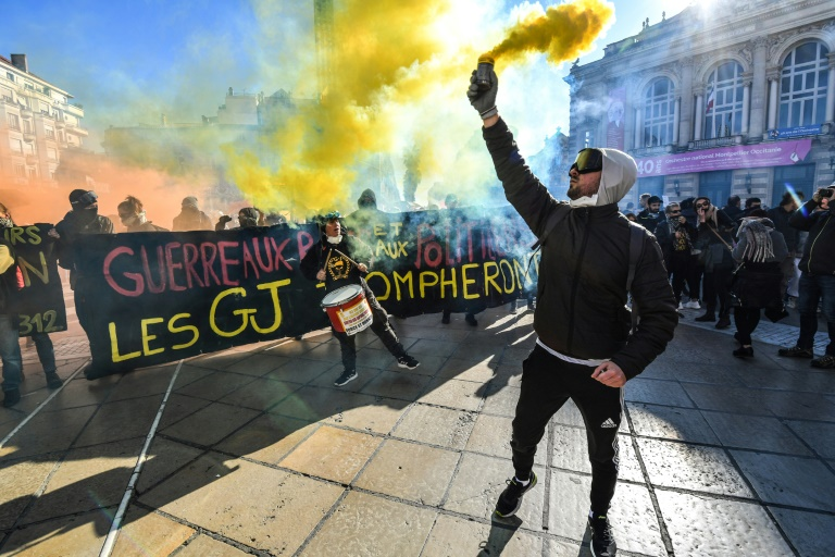 France S Yellow Vests Seek Show Of Strength For Anniversary