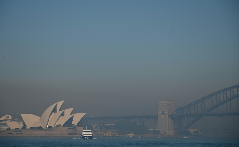 Smoke from bushfires blanket Sydney