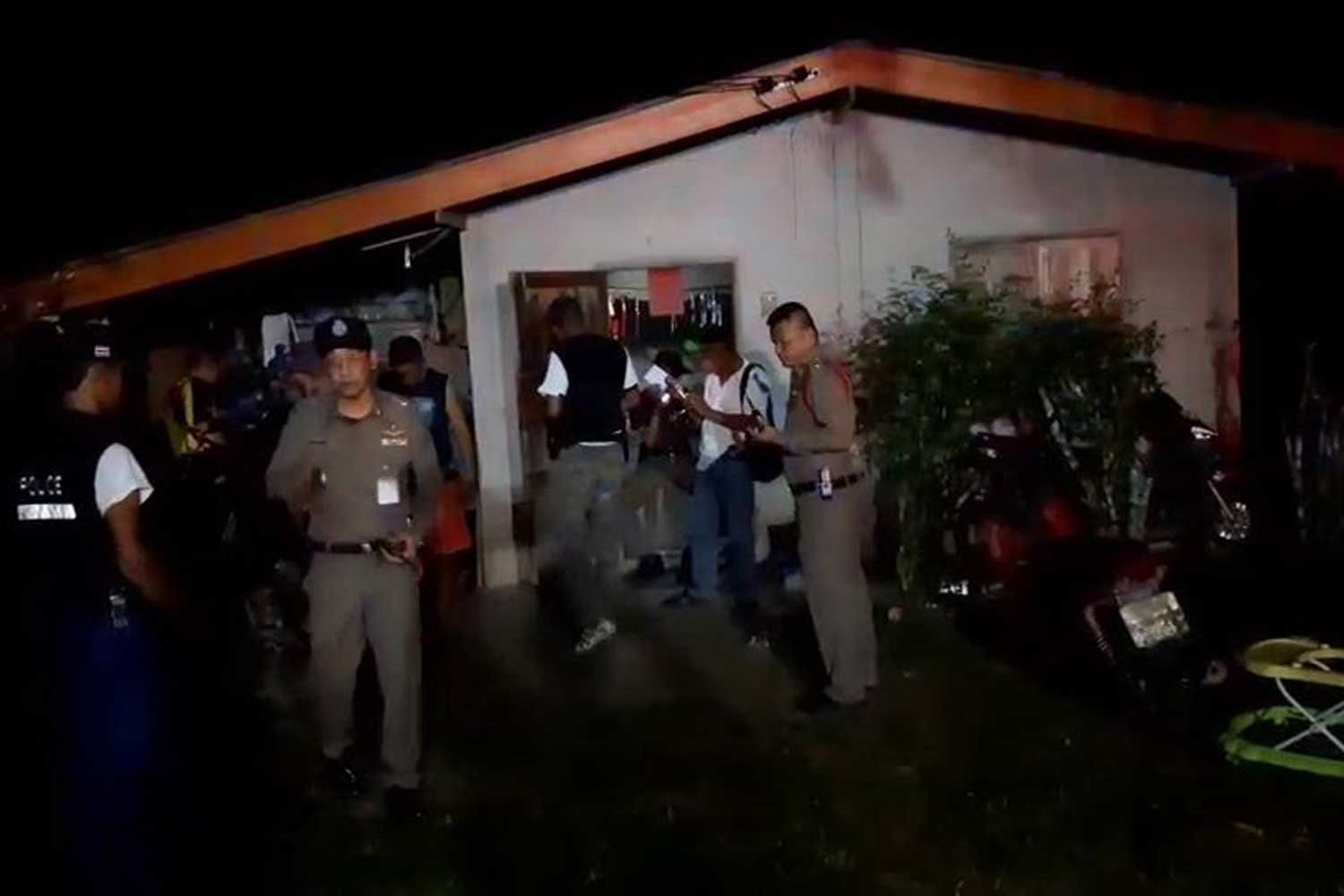 Police at the scene of the shooting in Thung Yai district of Nakhon Si Thammarat, where a father simmering with resentment shot dead his son-in-law in full view of two family members on Tuesday night. (Photo by Nujaree Raekrun)