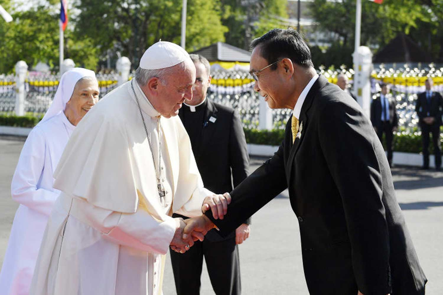 Pope Francis is greeted by Prime Minister Prayut Chan-o-cha at Government House in Bangkok on Thursday morning. (Government House photo)