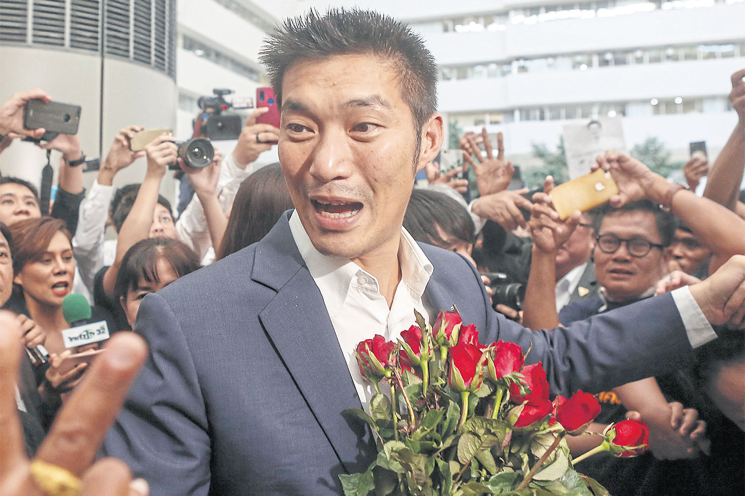 Thanathorn Juangroongruangkit arrives at the Constitutional Court on Nov 20. (Bangkok Post photo)