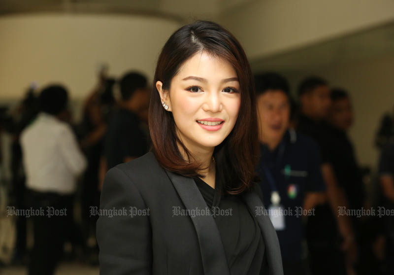Palang Pracharath MP Watanya Wongopasi has been targeted by Future Forward MP Pannika Wanich, who says Ms Watanya's media-shares case is very similar to the one that brought down Future Forward leader Thanathorn Juangroongruangkit this week. (Post Today photo)
