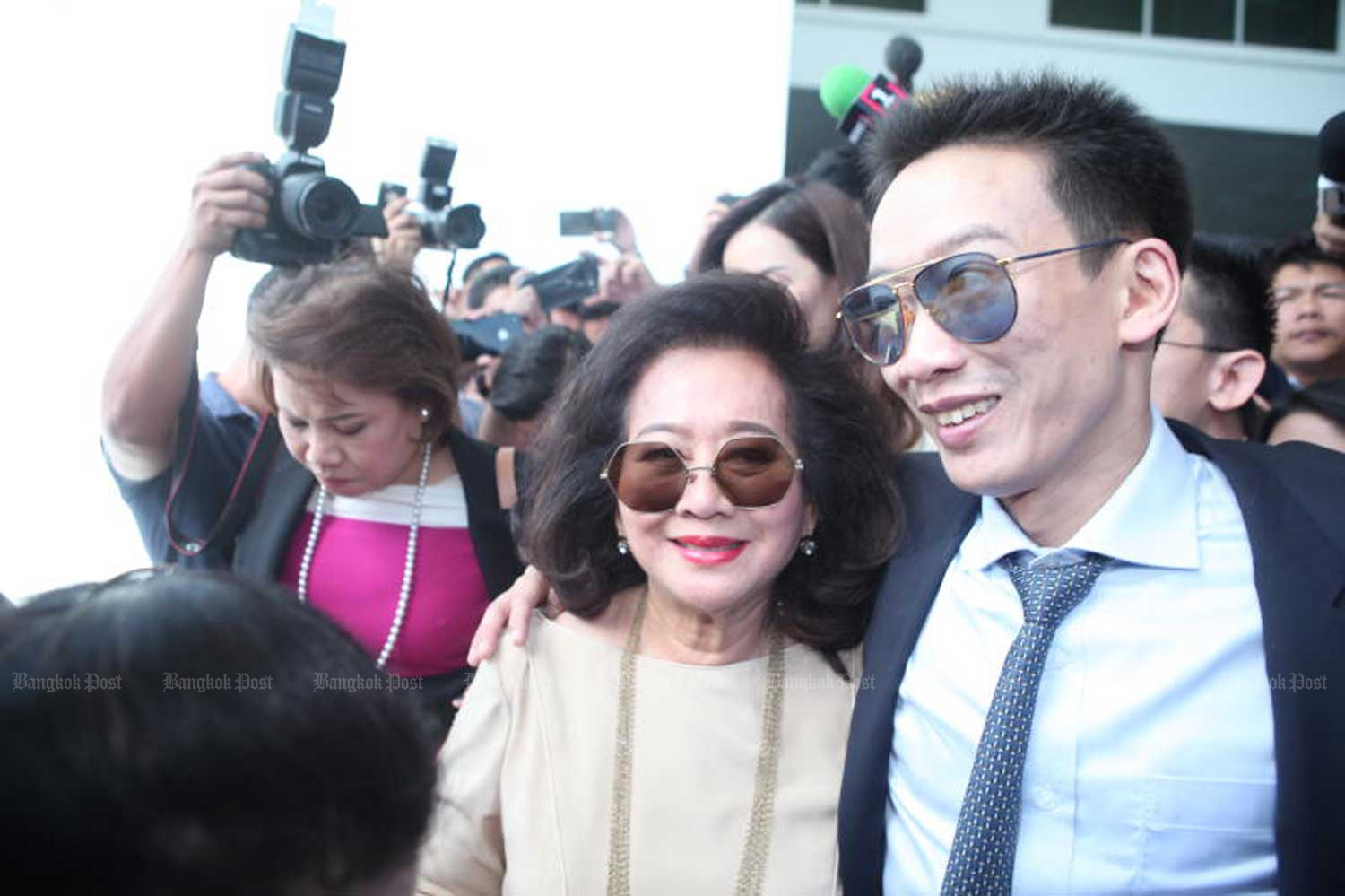Panthongtae Shinawatra, right, and his mother Khunying Potjaman Na Pombejra leave the Central Criminal Court for Corruption and Misconduct Cases in Bangkok on Monday after his acquittal. (Photo by Apichart Jinakul)