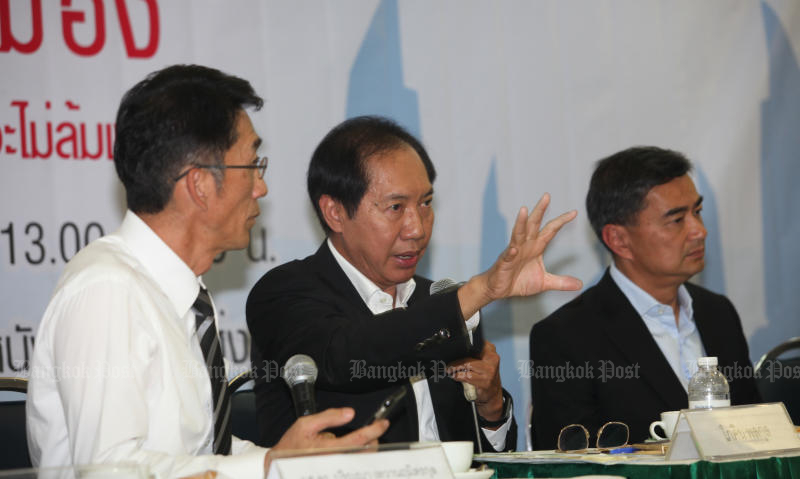 Pokin Polakun of the Pheu Thai Party (centre) and Abhisit Vejjajiva of the Democrat Party (right) are among contenders to head a special House committee to study charter amendments. (Bangkok Post file photo)