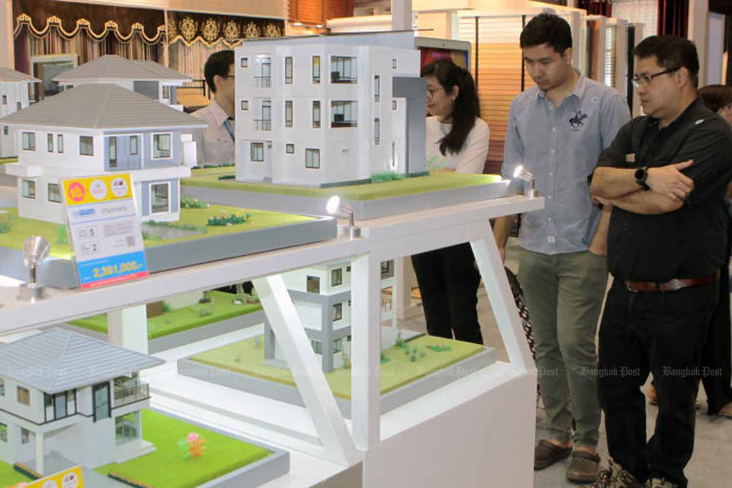 A Model community at a residential fair in Bangkok early this year attracts interest. A property down payment subsidy is part of the government's latest batch of economic stimulation measures approved on Tuesday. (File photo)