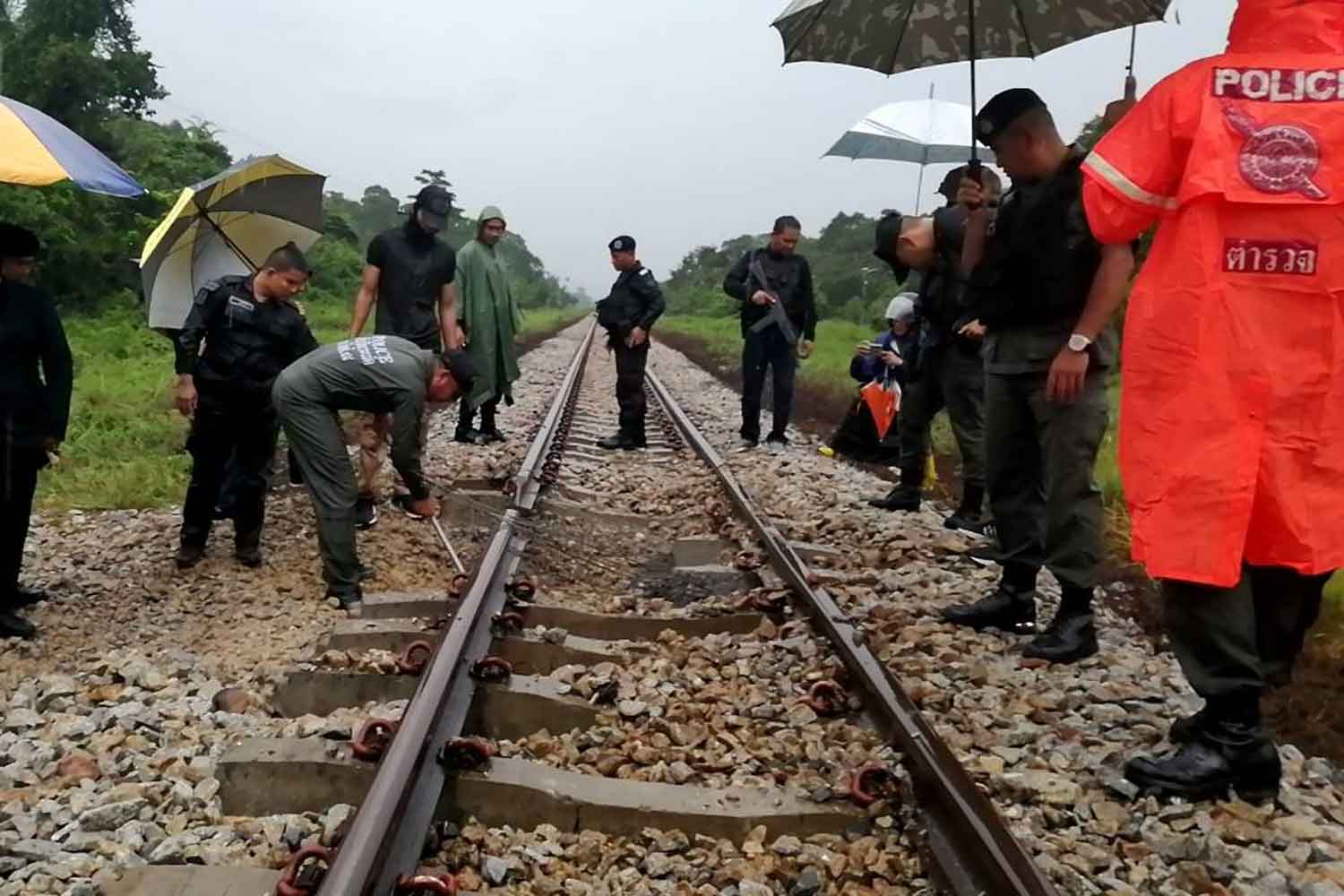 Security officials inspect the bombed railway track in Sungai Padi district of Narathiwat on Wednesday morning. (Photo by Waedao Harai)