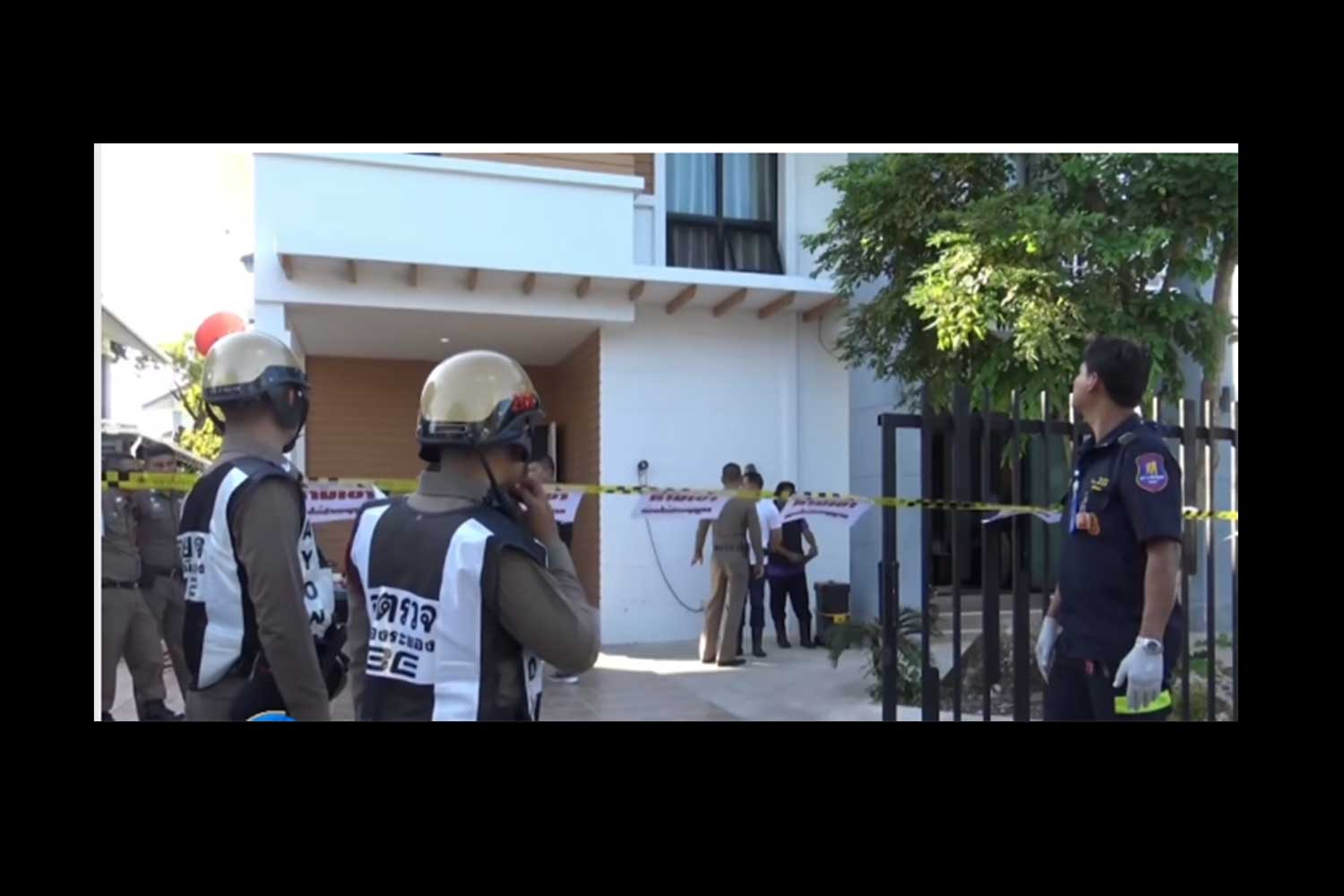 Police examine the scene of the murder of two teachers in Muang district of Rayong on Thursday. (Capture from TV Channel 8)