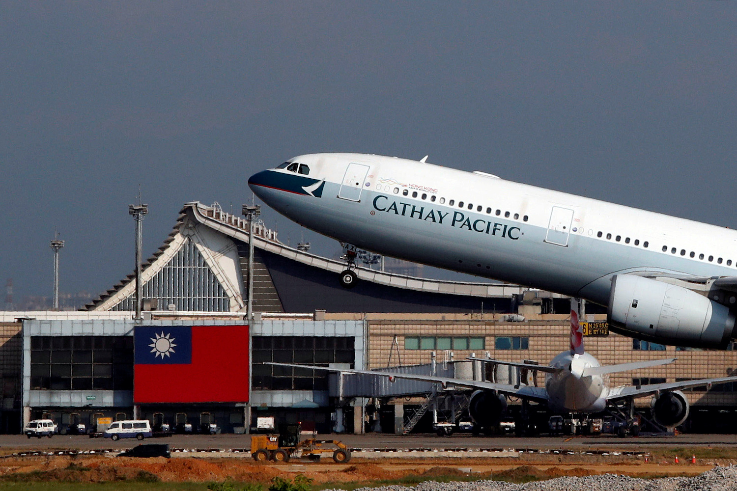 A Cathay Pacific Airbus A330-300  takes off from Taoyuan International Airport in Taiwan. (Reuters Photo)