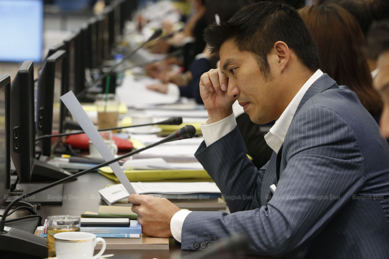 Future Forward leader Thanathorn Juangroongruangkit reviews the fiscal 2020 budget bill at Parliament in Bangkok on Oct 24. (Photo by Pornprom Sattrabhaya)