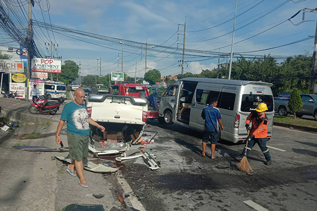 A road accident in Kathu district of Phuket province on Sunday hurts five Turkish tourists and a driver of the van. (Photo by Achadtaya Chuenniran)